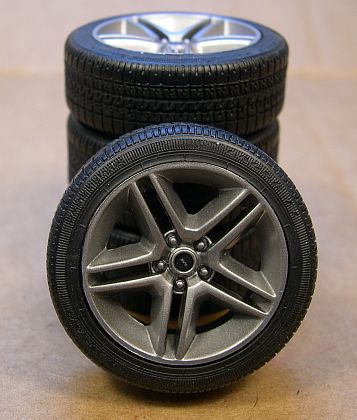 Ford Shelby GT500 Wheel & Tire Set • #GL12875