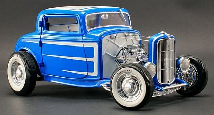 '32 Ford 5-Window Coupe • Lazer Blue Cosmic Dust Metallic • Grand National Duece Series • #A1805008