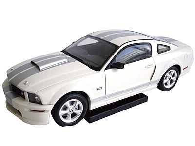 2007 Shelby GT in White with Silver stripes, Item #DC07GT01